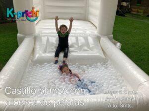 juego inflable blanco, brincolín blanco en forma de castillo, con alberca de pelotas ,rentar inflables en cdmx, k-prichi